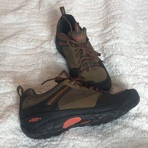 Keen brown suede utility walking shoe.  Men sz 8.5